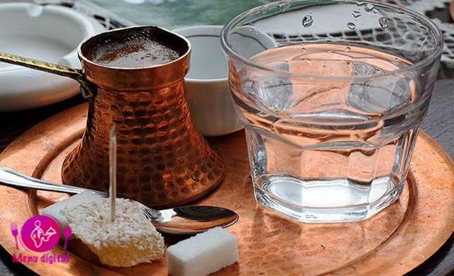پاکسازی کام توسط نوشیدن آب قبل از صرف قهوه
