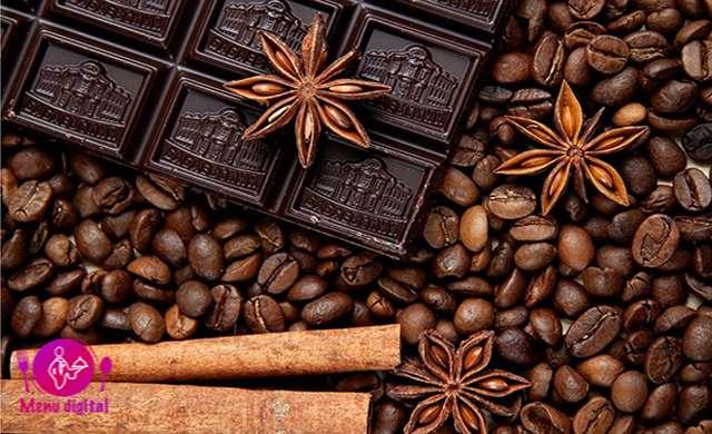 10 روش برای اضافه کردن عطر و طعم لذت بخش به قهوه خود